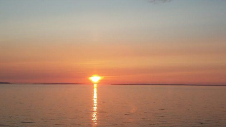 יש מקומות שבהם השמש זורחת מהים